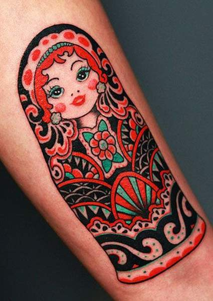 Tatouage colore poupee russe par ami james