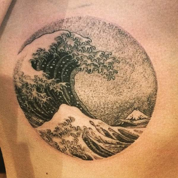 Tatouage de vague de dotwork hokusai par clyde ck