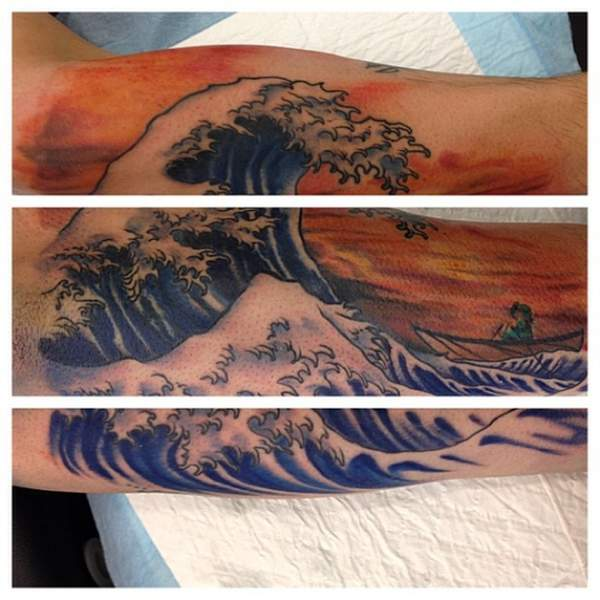 Tatouage de vague de hokusai par angus wood
