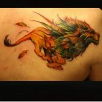 Tatouage felin lion qui court par giena revess