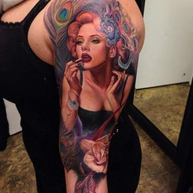 Tatouage manchette realiste pin up par rember orellana