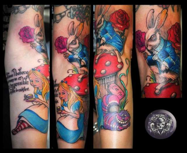 Tatouage manchette tres colore alice in wonderland par medusa