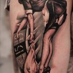 Tatouage pin up tres sexy cuisse femme