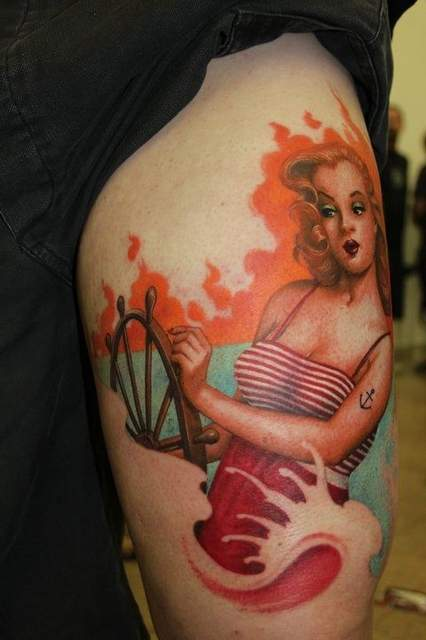 Tatouage style pin up en mer bras