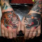 Tatouages homme old school mains panthere et tigre par mike chambers